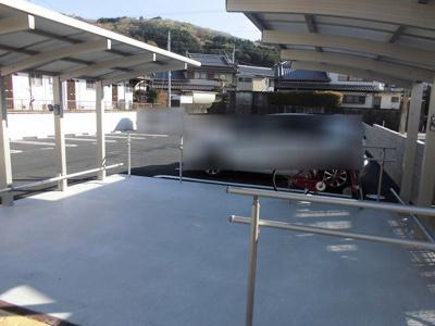 駐輪場も広くとってあり、屋根付きです。