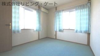 2階の6帖の洋室です