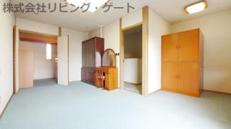 2階の10.2帖の洋室です。ウォークインクローゼット付きで収納には困りません
