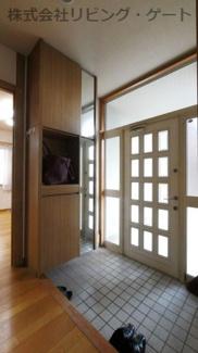 大きめのシューズボックス付きの玄関です