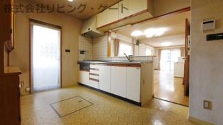床下収納がある対面キッチン