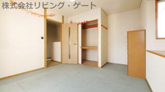 2階の7帖の洋室です。広めのバルコニーがあります。