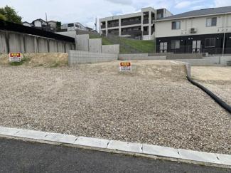 2号地。敷地面積45.8坪超え。並列駐車2台可能な間口。建築条件なし売地なのでご希望のハウスメーカーでの建築が可能です!