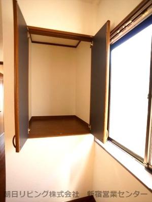 洋室6.5帖収納。