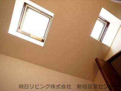 天窓があり採光をとれます。開閉も可能です。