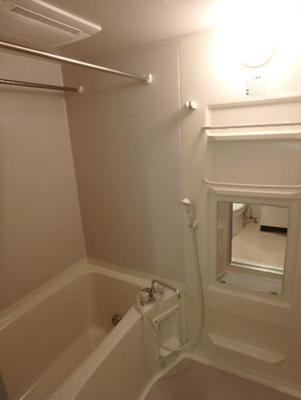 ゆったりバスルームです★