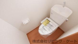 2階のトイレです。温水洗浄便座付き