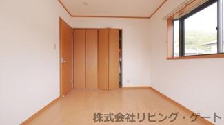 2階の洋室です。クローゼットあります