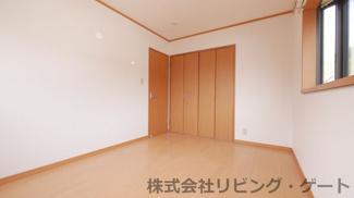2階の洋室です。南向きの為日当たり良好