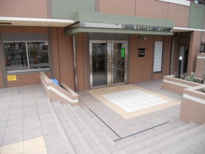 【エントランス】ライジングプレイス石川町