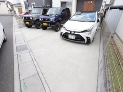 駐車並列3台可能(車種による)三郷新築ナビで検索