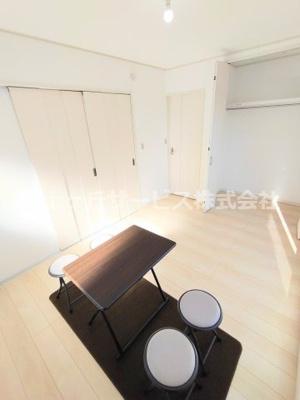 2階廊下の収納・トイレ・洗面台です