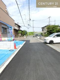前面道路は4mと駐車の際も スムーズにおこなっていただけますね。