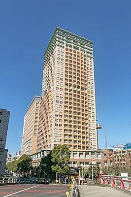 JR山手線「大崎」駅徒歩約3分、「五反田」駅からも徒歩約6分とアクセス便利な立地です。