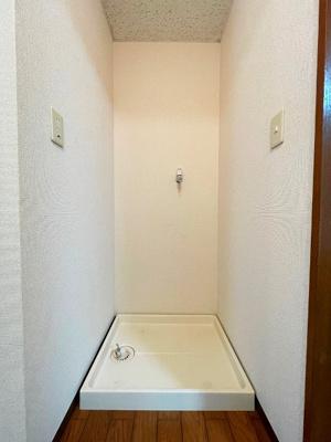 廊下にある室内洗濯機置き場です♪防水パンが付いているので万が一の漏水にも安心です!室内に置けるので洗濯機が傷みにくい☆