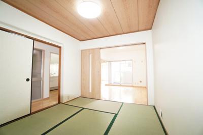 【和室の使い勝手】 日本で生まれた世界に誇る文化の一つ、 和み室がある幸せを満喫して頂けます。 お子様の遊び室から客間としてまで、 多様なシーンに対応できます。