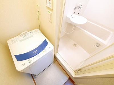 室内に洗濯機置き場が有ります