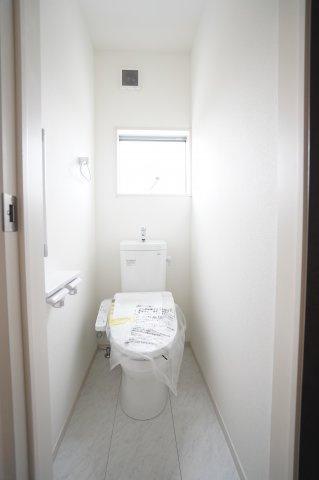 【同仕様施工例】2階:シャワートイレです。