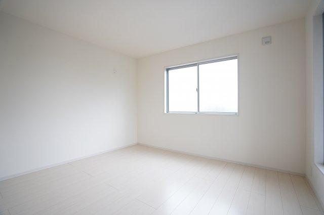 【同仕様施工例】採光・通風のよいお部屋です。