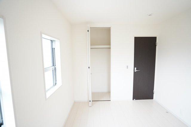 【同仕様施工例】各居室収納はあります。