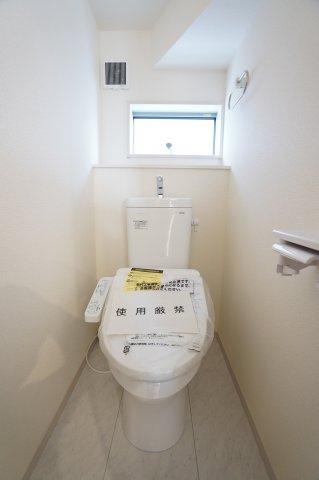 【同仕様施工例】1階:シャワートイレです。