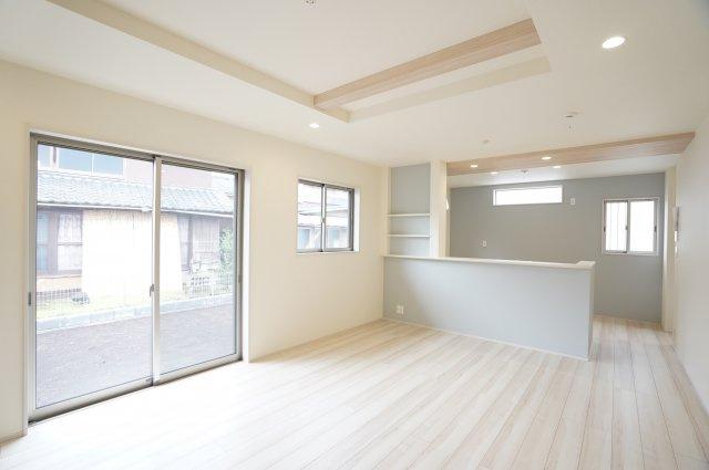 18.5帖 リビングの折上天井で開放的な空間でゆったり過ごせます。
