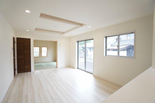 18.5帖 リビングと隣の和室を開放すればリビングの延長として開放的な空間となります。
