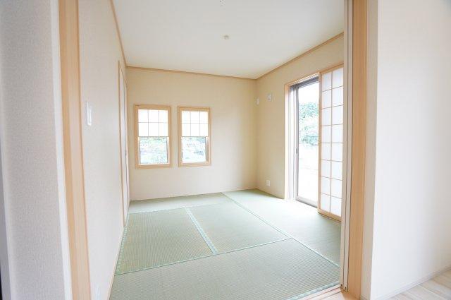 5.25帖 アイロンがけや洗濯物の片付けなど、家事のスペースとしても使いやすいですね。