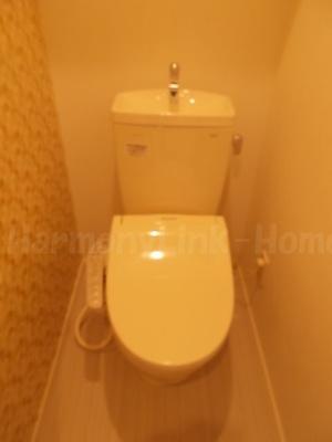 にじいろハーモニーの落ち着いた色調のトイレです☆