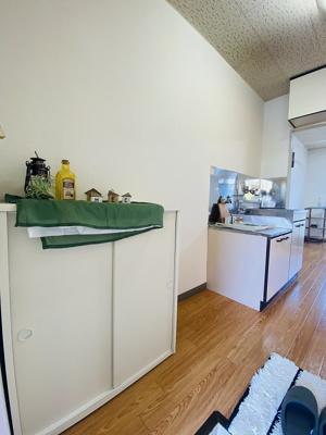 玄関から室内への景観です!キッチンの奥に洋室5.8帖のお部屋があります♪