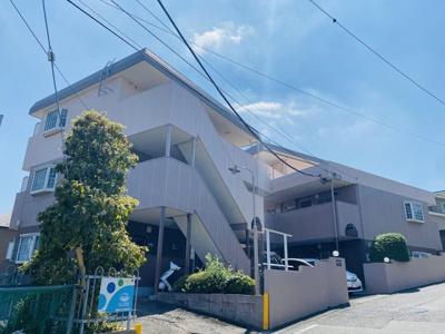 小田急小田原線「柿生」駅・小田急多摩線「五月台」駅より徒歩圏内!鉄骨造の3階建てのマンションです♪
