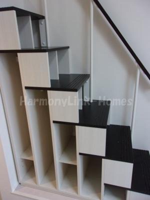 ハーモニーテラス立石Ⅱの収納付き階段☆