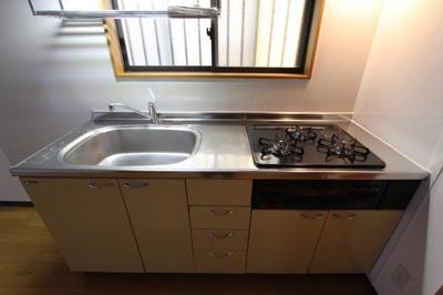 【キッチン】六ツ師中屋敷625-1