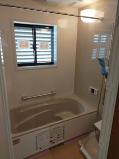 ゆったりとくつろげる広い浴室