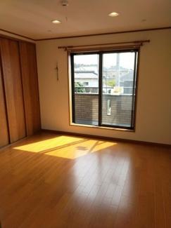 日当たりのよい2階洋室