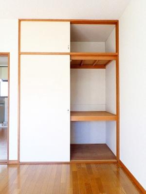 洋室6帖のお部屋にある収納スペースです!お部屋がすっきり片付いて快適に!※参考写真※