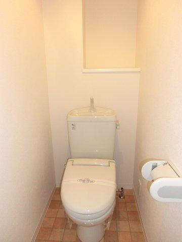 トイレ 棚があり便利です