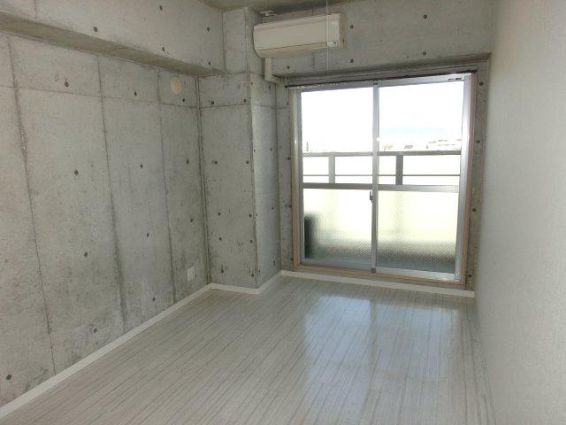洋室6.3帖 上層階の明るい室内