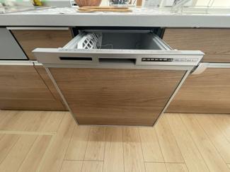キッチン:備え付け食器棚/欧米風ペニシュランキッチン 食洗器