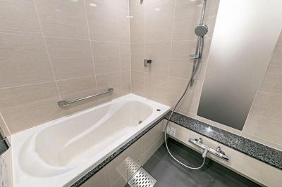 ゆったり過ごせるお風呂です。浴室換気乾燥機付きです。