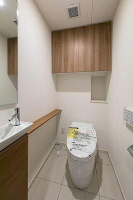 リノベーションで交換しました。綺麗な洗浄便座付きトイレ。