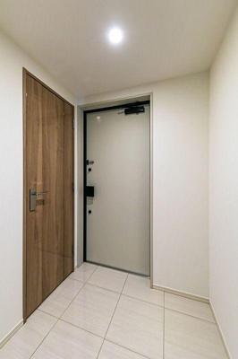 広々と感じる玄関です。ご家族の送り迎えも楽しくなりそう。