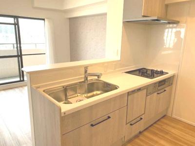 作業中もコミュニケーションを取れる対面式キッチンを採用!家事負担を軽減する食洗機を搭載しております。