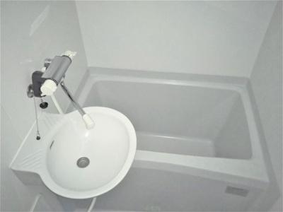 トイレと別なので、ゆったりお風呂に入れます♪
