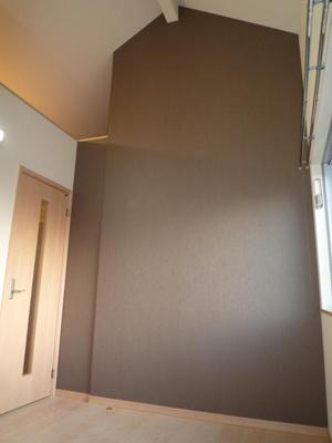 大型ロフト完備で使い勝手良好な室内