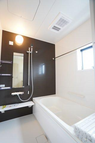 【同仕様施工例】浴室乾燥機付の一坪バスです。お風呂でゆったりできます。