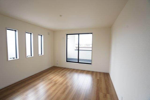 【同仕様施工例】 南向きの明るいお部屋です。