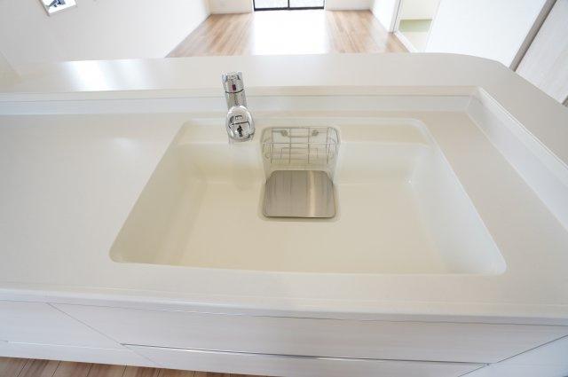 【同仕様施工例】シンクが広いので、洗い物がはかどります。