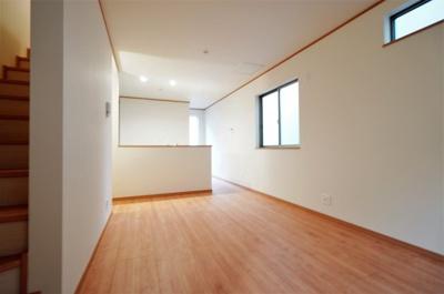 【居間・リビング】新築一戸建て 南浦和1丁目