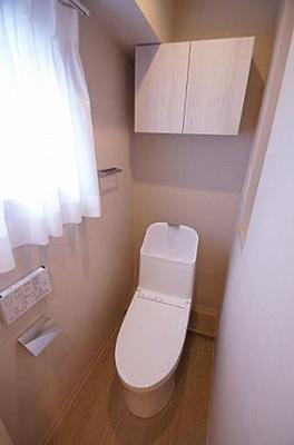 清潔なウォシュレット一体型トイレ。